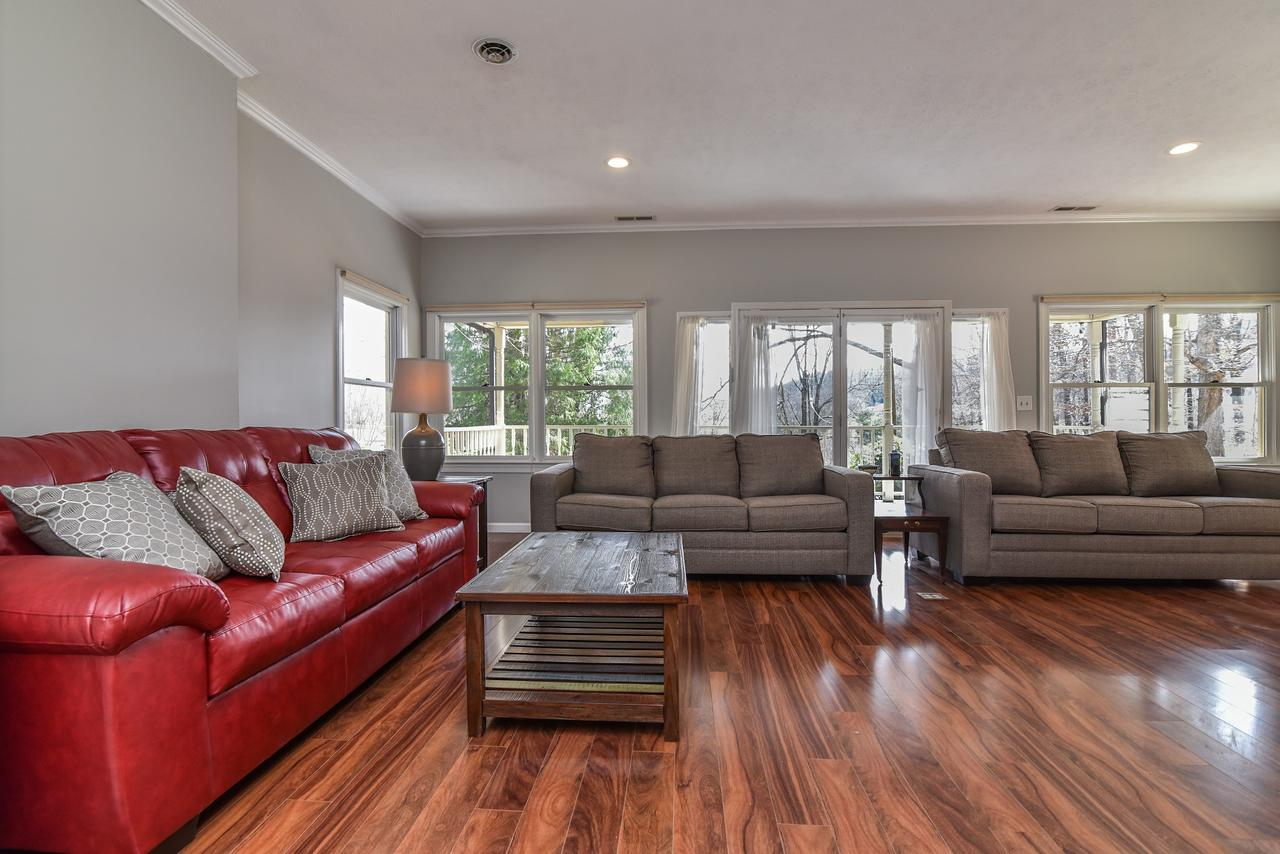 NEW - 3 BR close to S Asheville Biltmore  Downtown