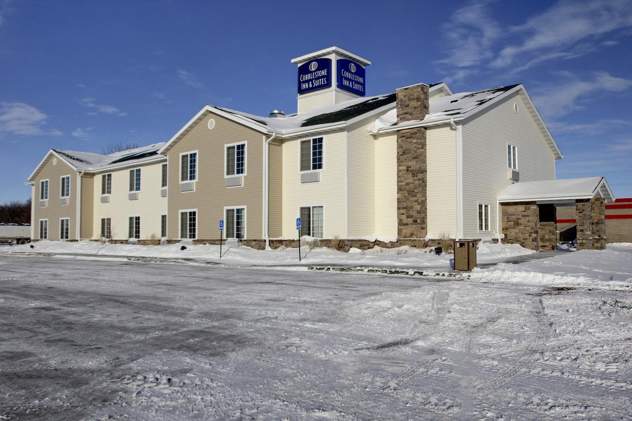 Cobblestone Inn and Suites - Carrington