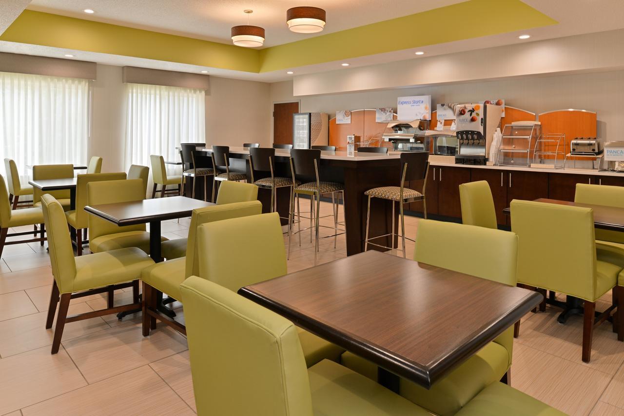 Holiday Inn Express Hotel  Suites Cincinnati-Blue Ash