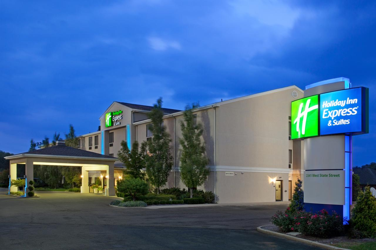 Holiday Inn Express  Suites Alliance