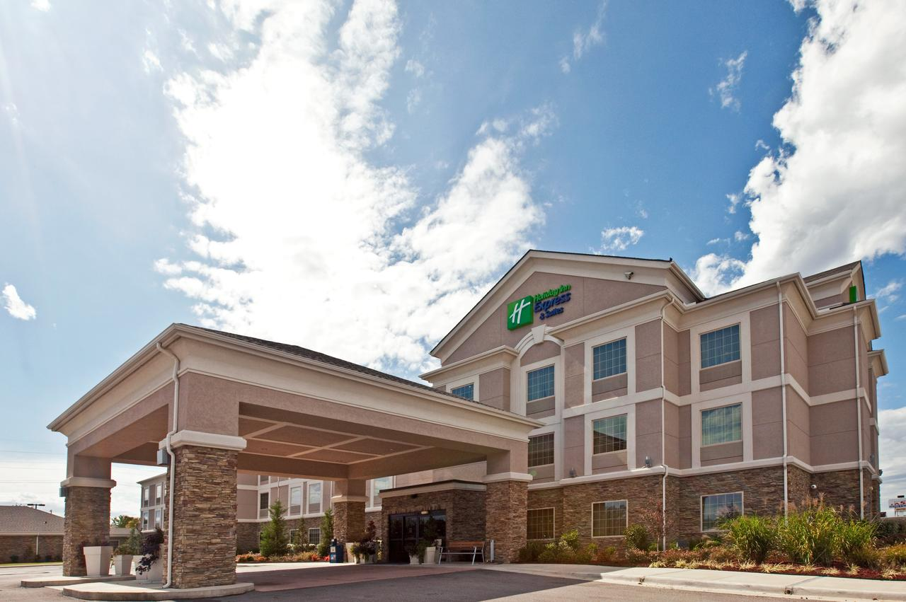 Holiday Inn Express Hotel and Suites Ada
