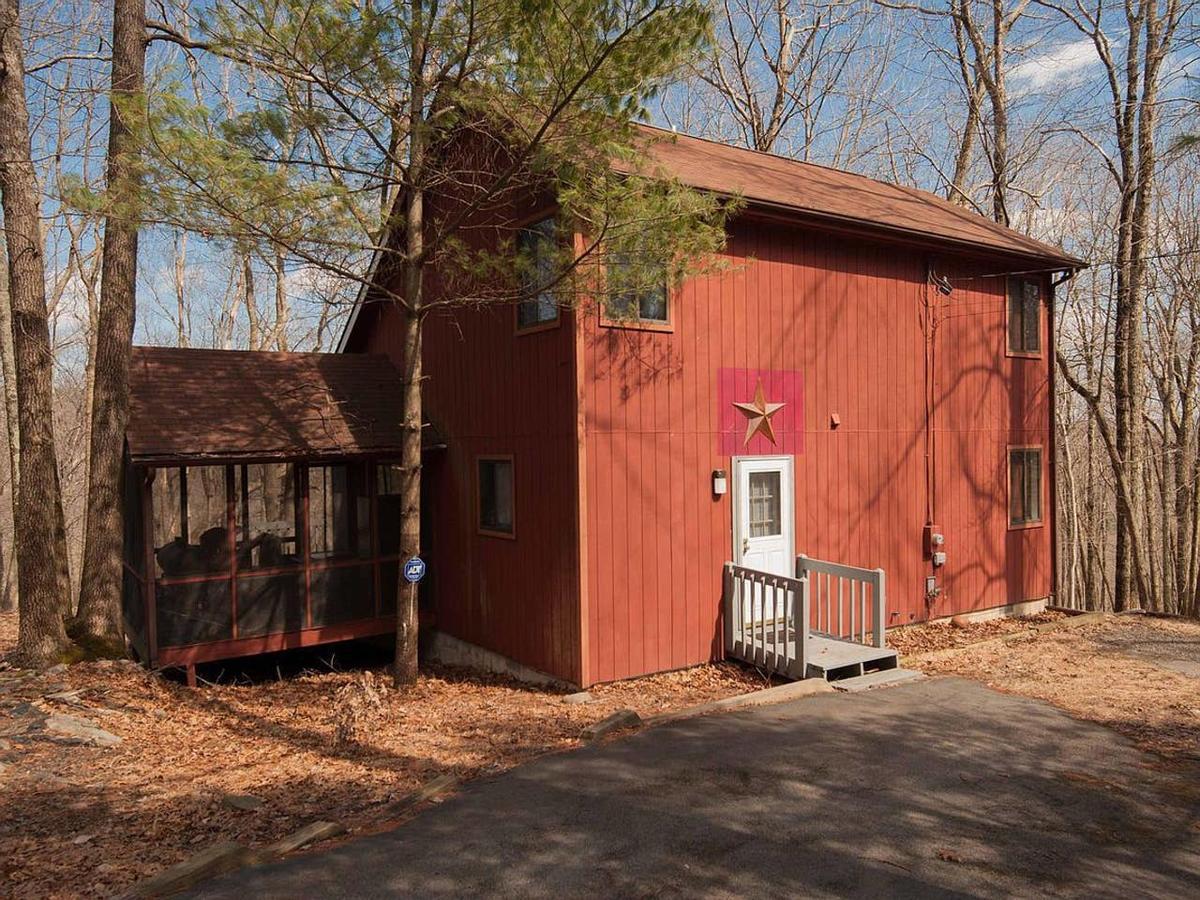 Poconos Retreat in a 5-star community
