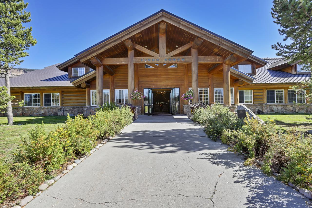Headwaters Lodge  Cabins at Flagg Ranch