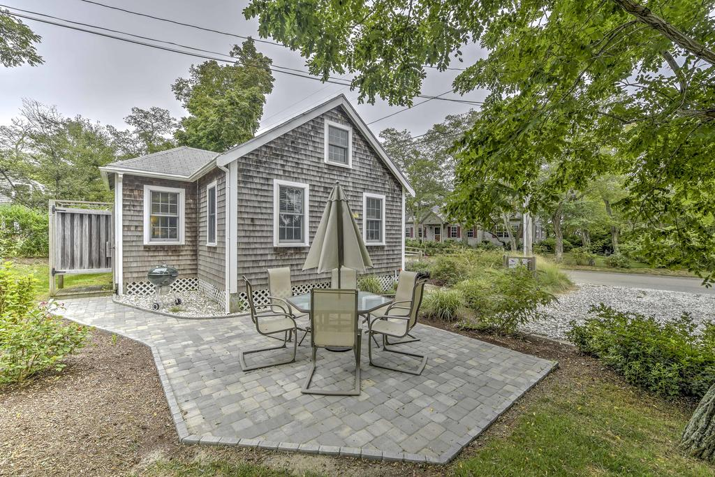 Eastham Cottage with Backyard-100 Yards to the Bay