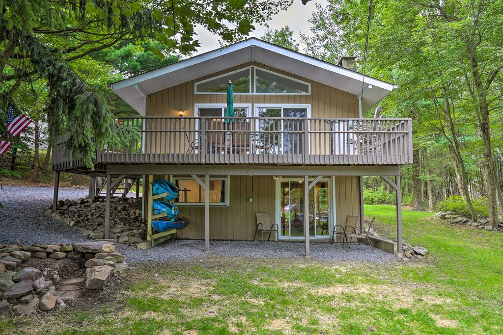 Emerald Lakes Resort Home with Deck  Large Yard