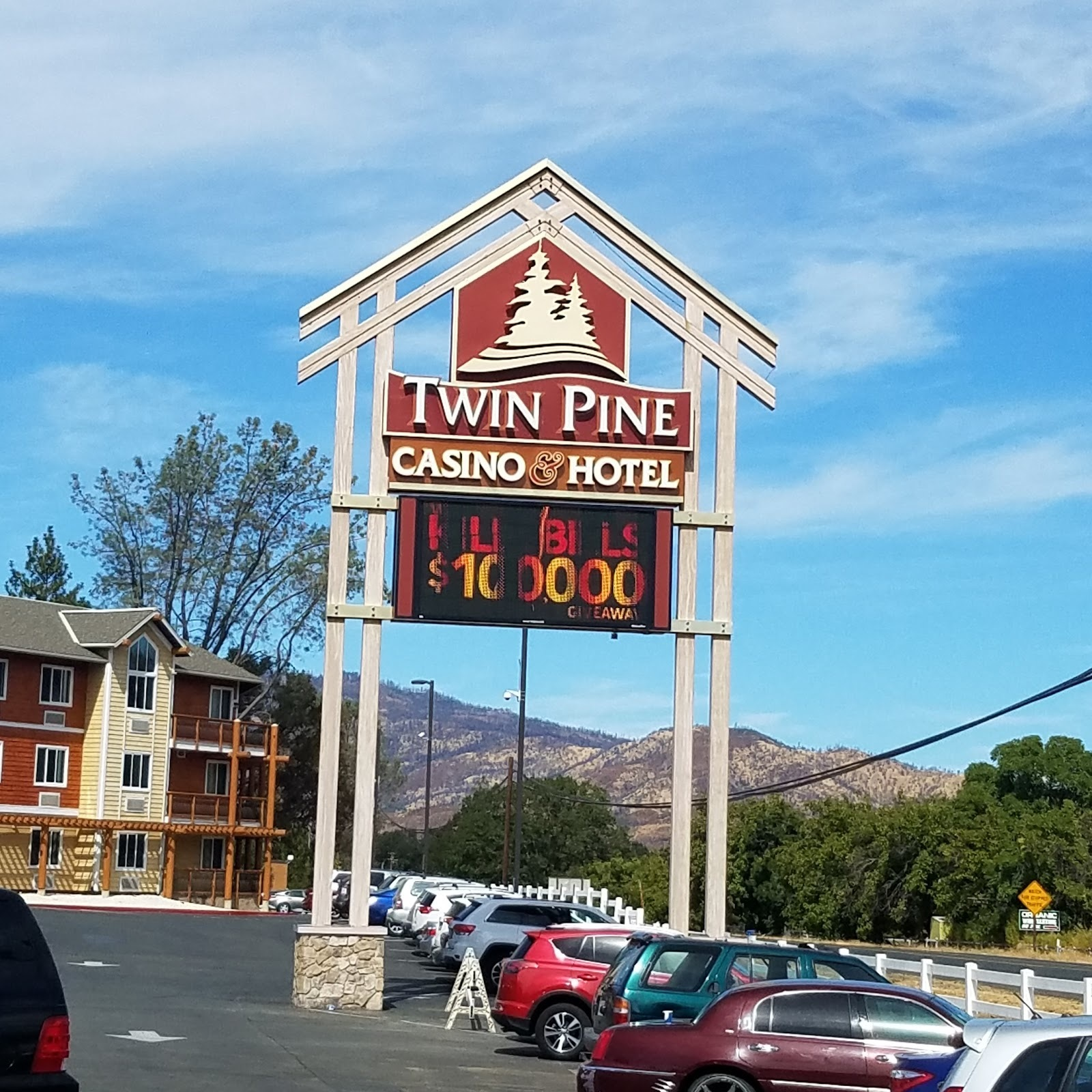 Twin Pine Casino - San Francisco Casino - Hotel Fresno - Yosemite Hotels
