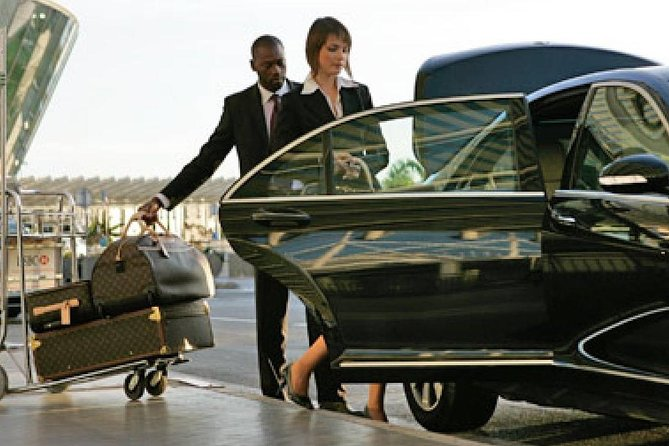 Low Cost Private Transfer From Los Angeles International Airport to Santa Monica City - One Way