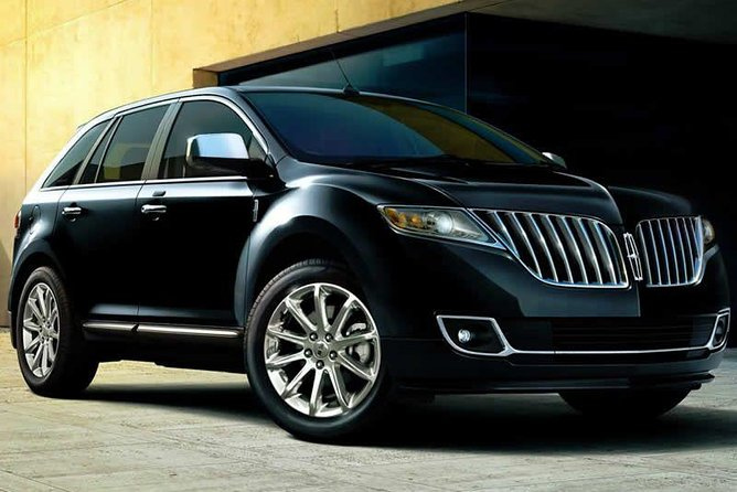 Private Transfer Milwaukee to Milwaukee Airport MKE in Business Class Car