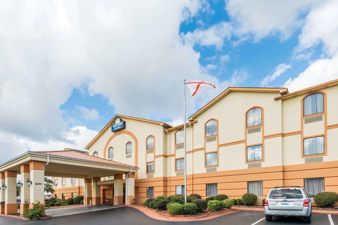 Days Inn  Suites by Wyndham Prattville-Montgomery