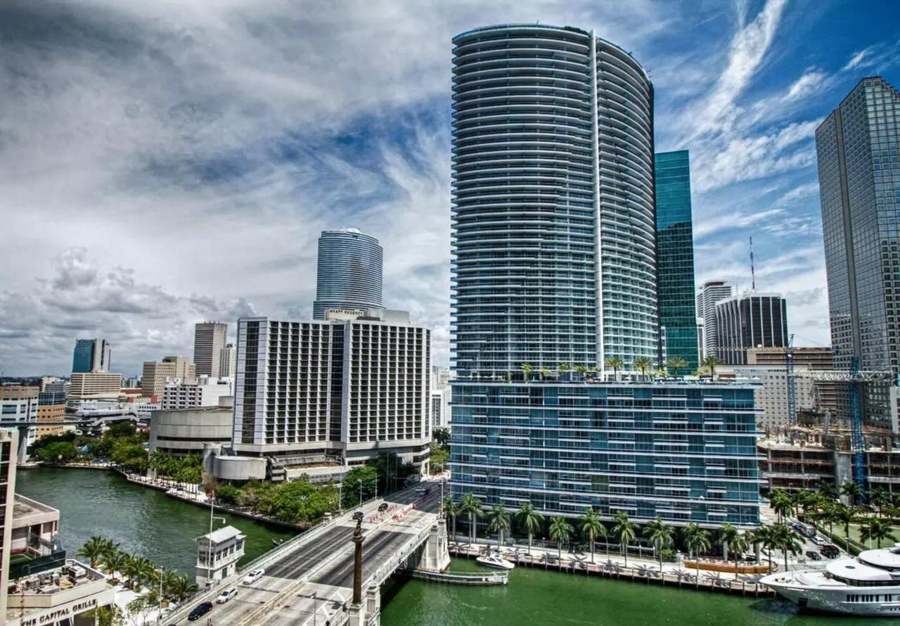 Luxury 5-star Condo 39th floor in Icon Brickell 2b/2b
