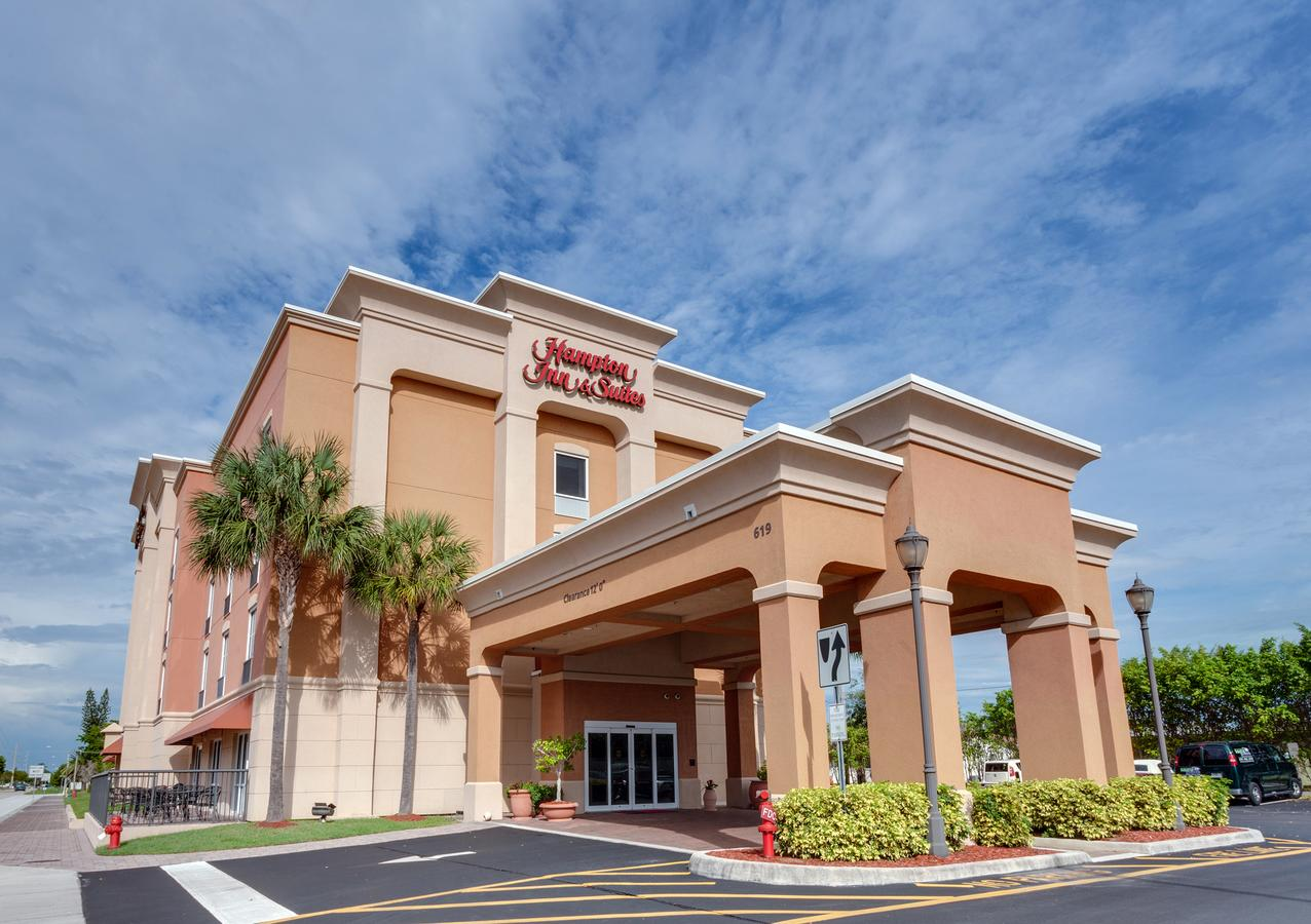 Hampton Inn  Suites Cape Coral / Fort Myers